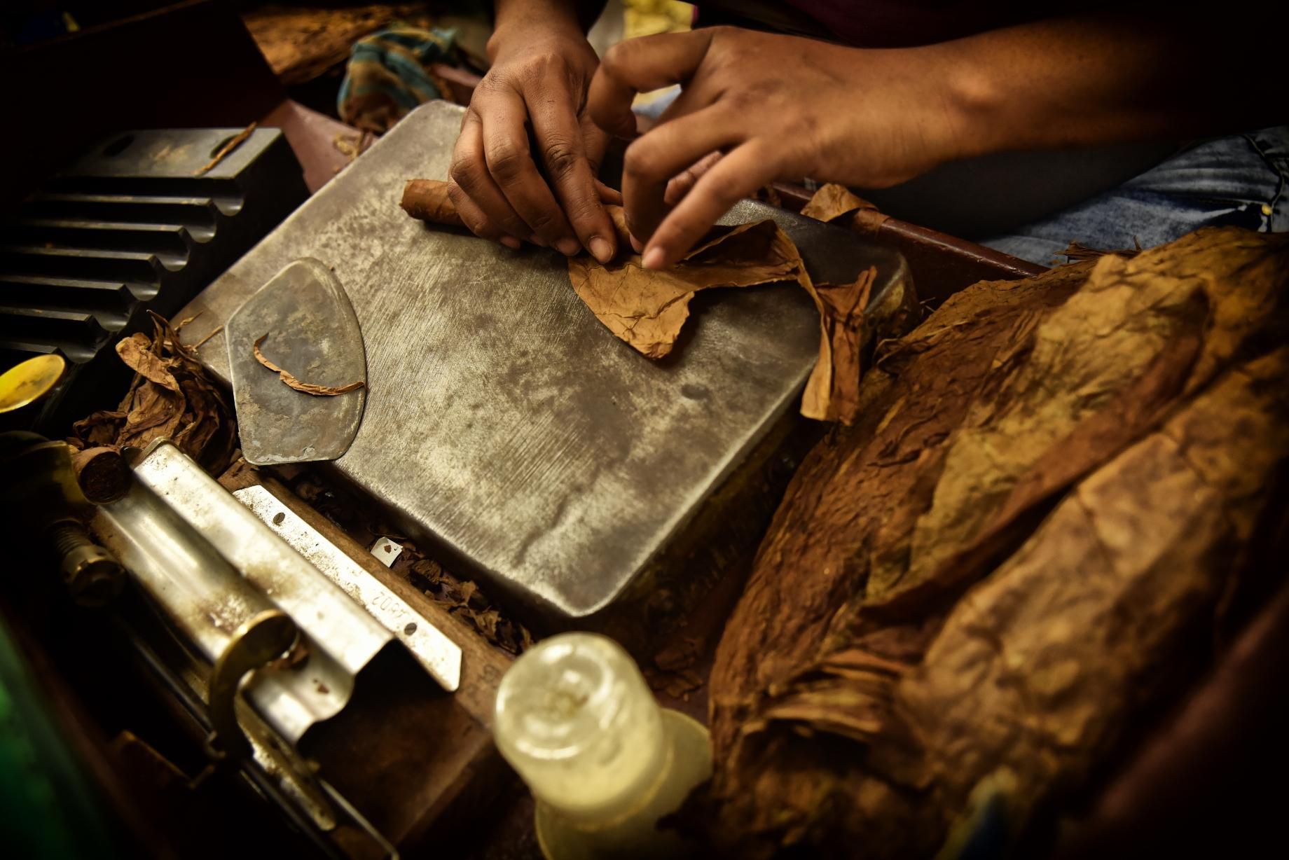Producción de puros a mano